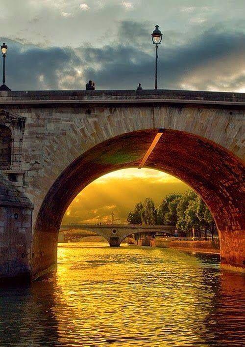 Kissing Bridge, River Seine, Paris, France.