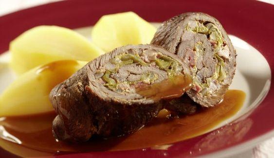 Zu den deftigen Rinder-Rouladen passen am besten Knödel und frischer Salat. Einfach immer wieder lecker