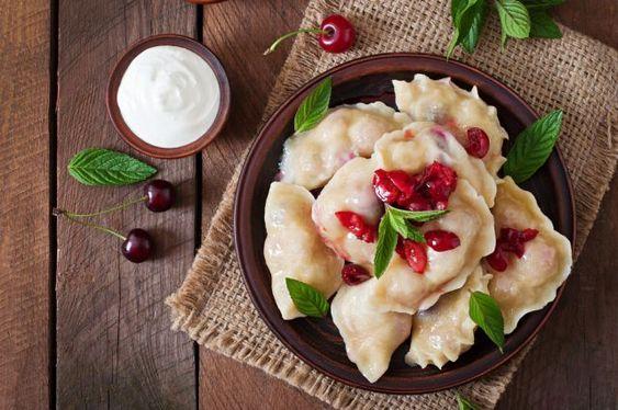 Старый Новый год – праздник спокойный и тихий. Он не требует тазиков с оливье, фейерверков и струй шампанского. У него свои традиции. Например, в старый Новый год часто гадают. Ведь праздник выпадает …