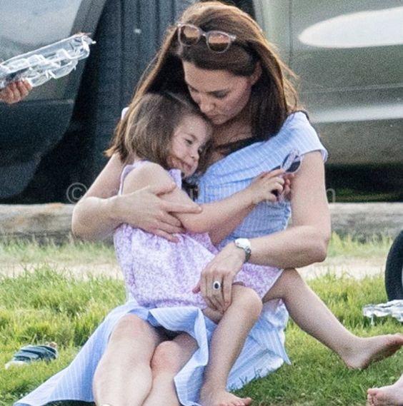 Some cuddle time for mummy's girl 💗 #weadmirekatemiddleton #lifeofaduchess #duchessofcambridge #weadmireprincesscharlotte…