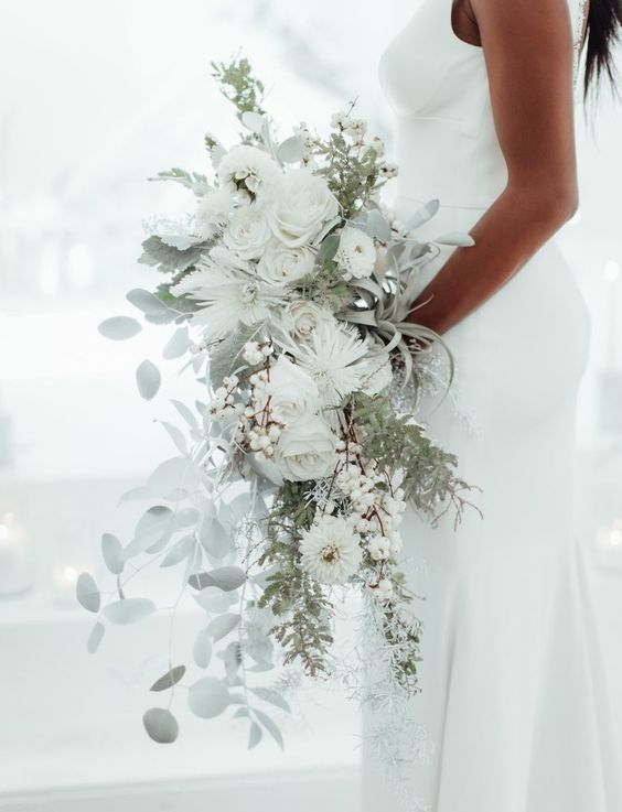 Trending Now: Make a Statement with a Monochrome Bouquet! - Green Wedding Shoes