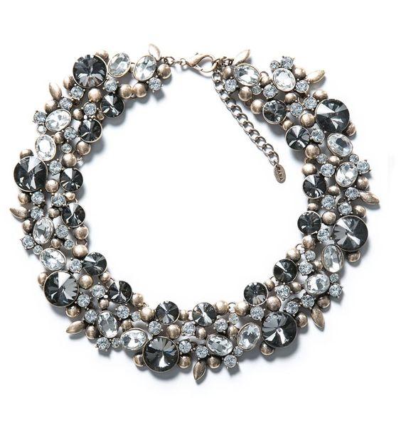 Pin for Later: 10 Teile aus Zaras Schmuckkollektion, die euch beeindrucken werden  Zara gray rhinestone and silver flower necklace ($50)