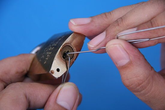 Pick A Lock Using A Paperclip Pictures House And Lock