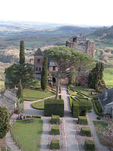 Le château de Turenne, vu depuis la tour - département de la Corrèze, région du Limousin. France ==> http://www.chateau-turenne.com/phototheque.fr.html