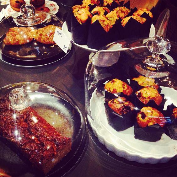 aujourd'hui j ai découvert @slake_coffeehouse lors d'un déjeuner de filles... Jolie dînette arty et tendance gourmandises à dévorer et accueil friendly... Encore une bonne adresse à découvrir à toute heure #bonneadresse #lyon #lyon2 #epicurienne #presquile #dejdefilles #mapausedej #miamspot #lyonnaise by millelyons