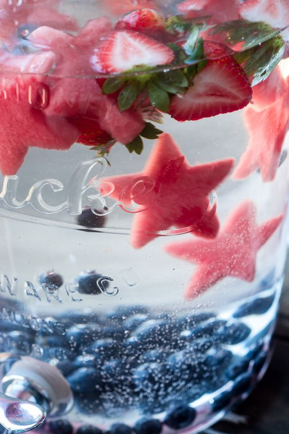 Easy Star Spangled Fruit Infused Water. Perfect party drink idea for Summer and 4th of July.