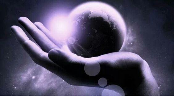 Riposati da te!  Smetti di pensare di cambiare il mondo e la testa delle persone: famigliari, amici, conoscenti, estranei, La tua mente mulina vorticosa-mente pensieri inutili. Lascia ruzzolare il mondo, non puoi cambiarlo. Se vuoi cambia te stesso, te stessa e concediti una vacanza mentale e spirituale con mezz'ora di meditazione, ma soprattutto riposati da te!