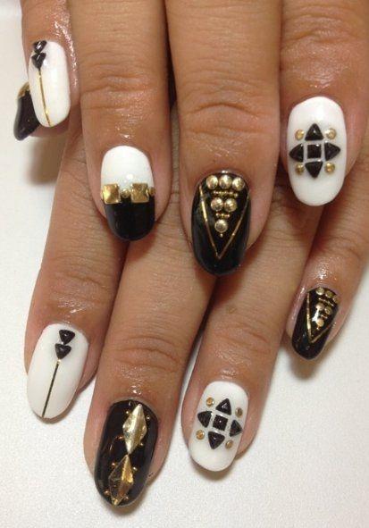 Géométrie blanche, noire et or