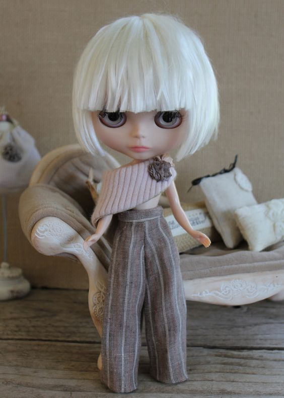 Blythe Doll Love the hair cut and outfit