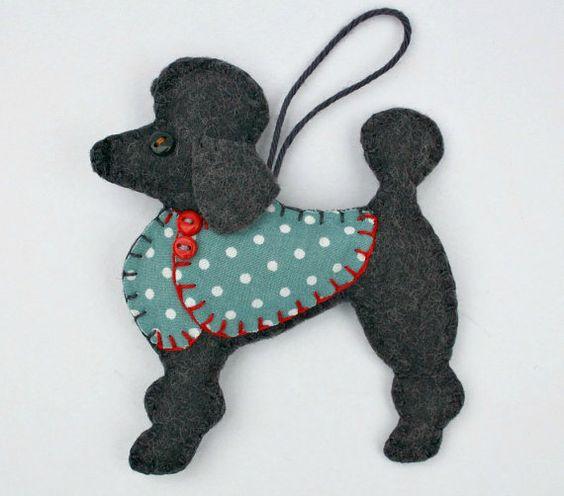 Ornement de Noël caniche, feutre ornement chien, décoration de caniche, chien Noël ornement, Handmade feutre caniche, Lulu.