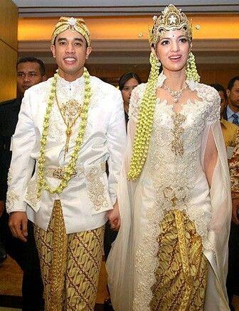 traditional sundanese indonesian wedding dress