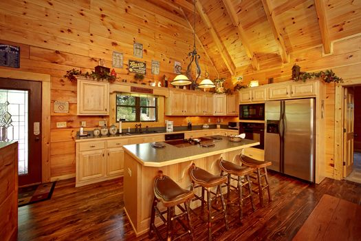 Mountain Medicine - Wooded Mountain View - This adorable cabin is filled with luxurious furnishings and is located in a spectacular resort with amenities galore! #cabin #beautiful