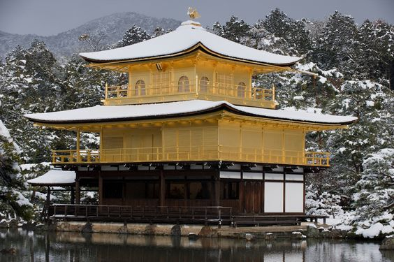 Sketch On Kyoto: Snowed Golden Pavilion(雪の金閣) Rokuon-ji Temple, Kita-ku, Kyōto on February 1st, 2015 Nikon D700 with VR-Nikkor 70-200mm F2.8 鹿苑寺(京都市北区金閣寺町)