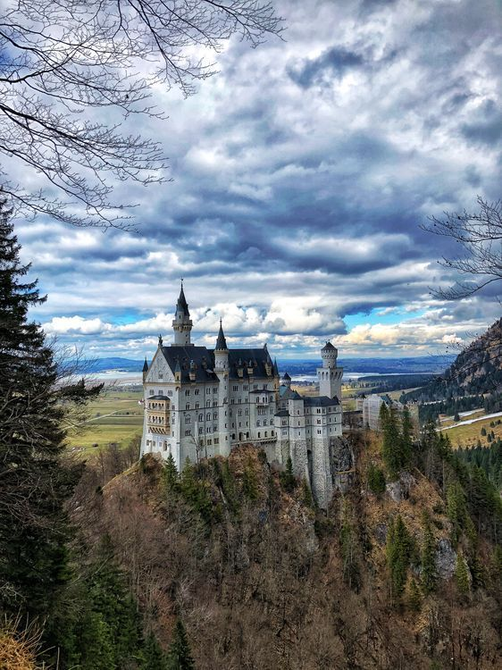 The Castle That Disney Based Theirs Off Schloss Neuschwanstein Castle Schloss Neuschwanstein National Geographic