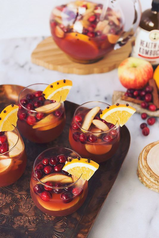 Spiced Apple Cranberry Kombucha Sangria // Tasty Yummies