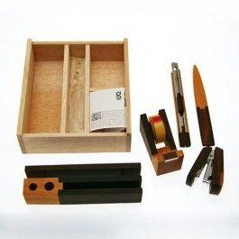 Edles Schreibtischset aus der Werkstatt des indonesischen Holzradio-Designers Singgih Kartono.  Material: Mahagoni- und Palisanderholz aus nachhaltigem Anbau.