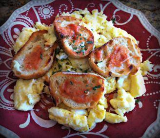Scrambled Eggs with Garlic Toast and Marinara Sauce