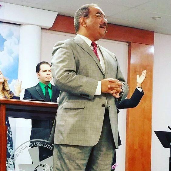 """""""Busca a Dios en las cosas simples y sencillas que Él te ofrece vas a descubrir que nunca has estado solo Él siempre va contigo """". - Pastor Mizraim Esquilín #VidaAMEC #FamiliasQueAdoran"""