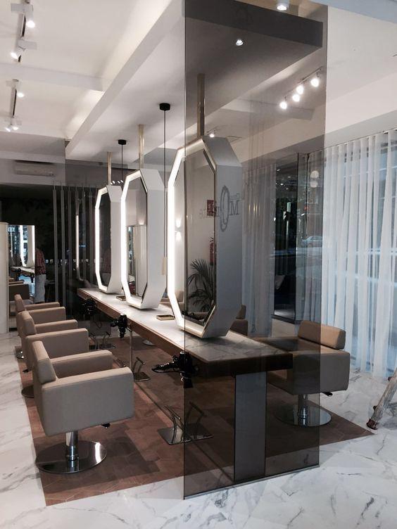 Poste De Coiffage Central Bien Agence C Est Un Gain De Place Pour Le Salon Qui P Mobilier Salon De Coiffure Interieur De Salon Interieur De Salon De Coiffure