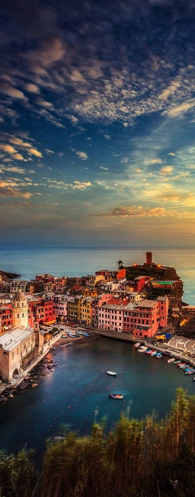 Manarola ~ is a beautiful and colorful city located in the province of La Spezia in northern Italy