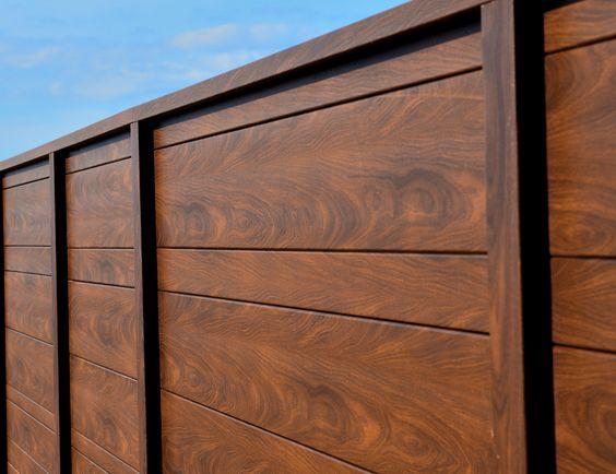 Knotwood Privacy Screen In Colour Kwila Knotwood Aluminium Woodlook Wood Architecture Design Privacysc Wood Privacy Fence Fence Gate Design Fence Design