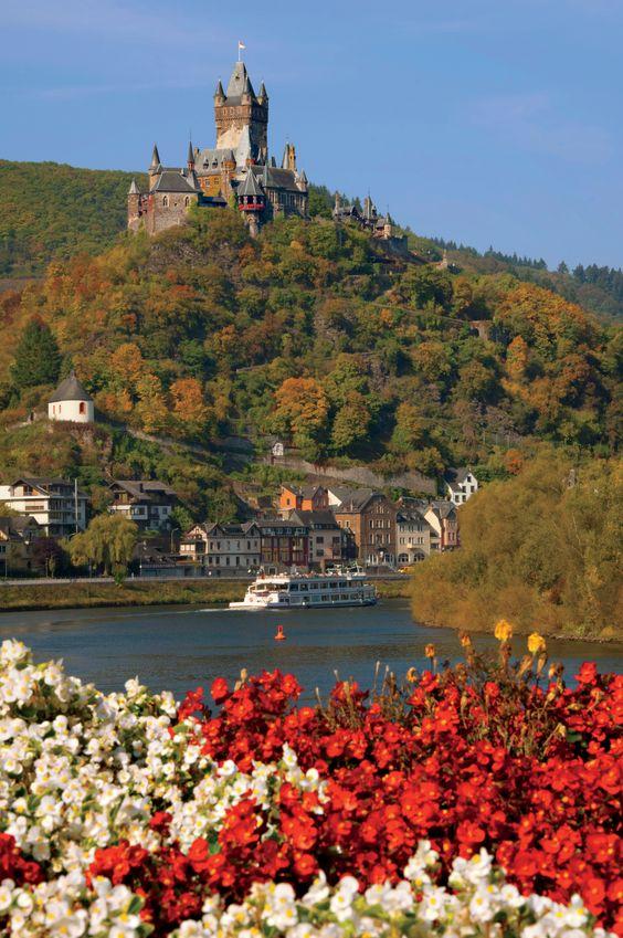 Schloss Reichsburg über dem Rhein-Fluss, Cochem - Deutschland ~ ღ Skuwandi