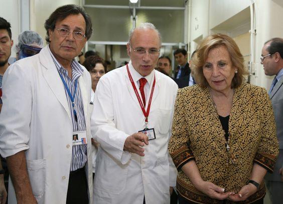 Ministra Molina visitó la Unidad de Aislamiento para pacientes con Ébola, acompañada del director del Hospital, Dr. Claudio Farah y el Director del SSMS, Dr. Osvaldo Salgado.