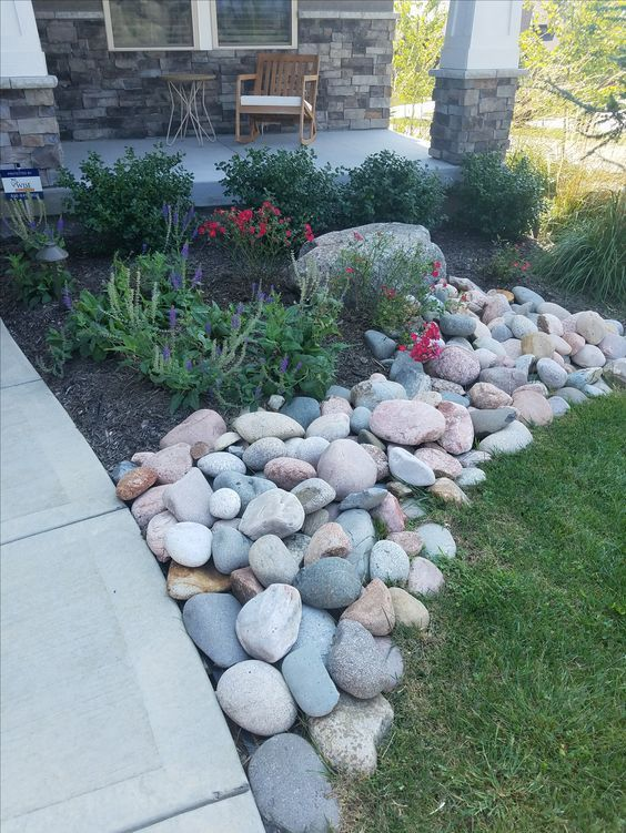 Modern Home Decorating With River Stone Decoration Rock Riverrock Riverstone Home In 2020 Stone Landscaping Landscaping With Rocks Front Yard Landscaping Design