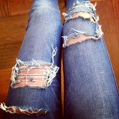 DIY Tutorial: DIY Ripped Jeans / DIY: RIPPED JEANS - Bead&ampCord