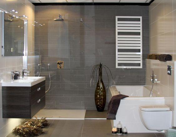 bad en douche naast elkaar kleine badkamer google zoeken badkamer pinterest studios. Black Bedroom Furniture Sets. Home Design Ideas
