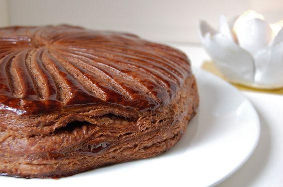Galette des rois VEGAN au chocolat et noix de coco 80 g de margarine végétale 80 g de noix de coco rapée (bio) 60 g de sucre  60 g de tofu soyeux 80 g de chocolat noir amer sans lactose