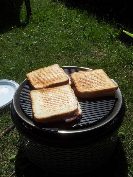 Lekken een lunch koken op camping? Tosties van een Cobb BBQ!