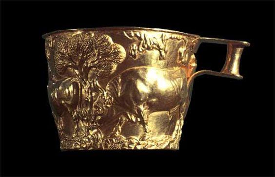 ***Vaso de Vafio tallado en oro (h.1500 a.C.) Museo Nacional de Atenas.