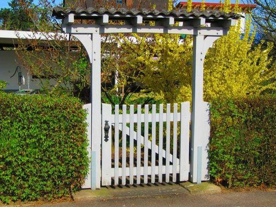 porte d'extérieur de maison et jardin
