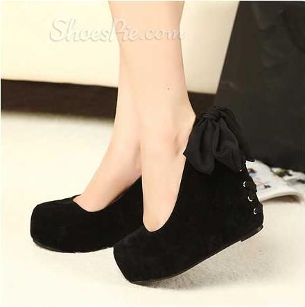 Sexy Closed Toe Wedge Heels with Black Lacewant so badly! | So