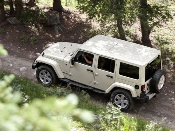 Pearl White Sahara Jeep Wrangler Unlimited
