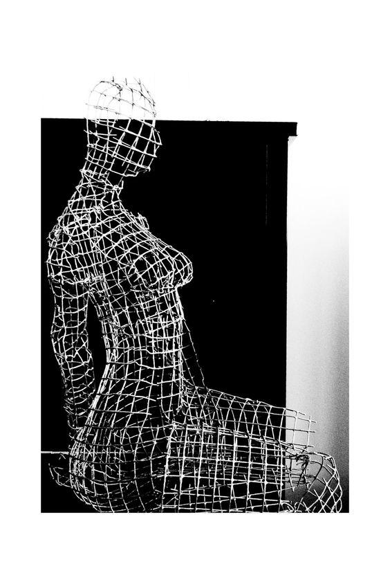 Mujer x esperando 2012 escultura de malla met lica de - Malla de acero galvanizado ...