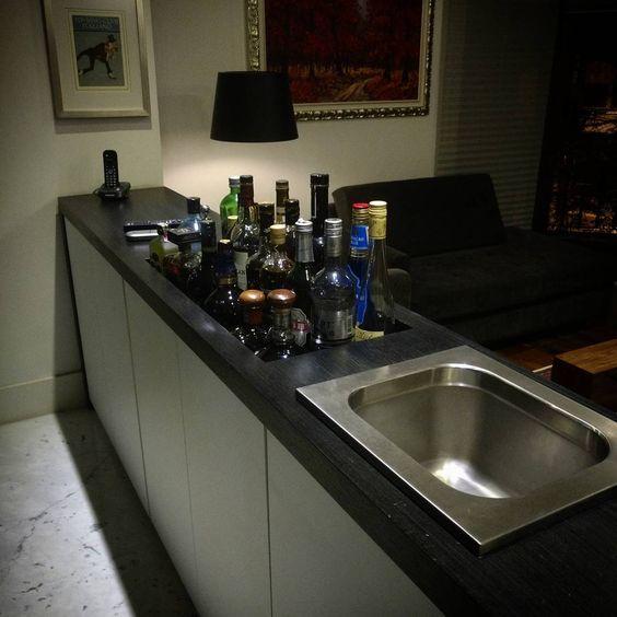 aparador com bar e cooler embutidos projeto e desenvolvimento danielmaia suasideiasnossodesign