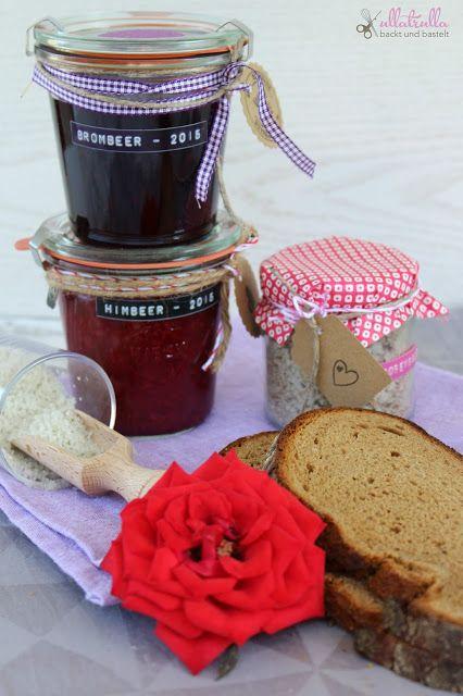 Brot und Salz zum Umzug: http://ullatrullabacktundbastelt.blogspot.de/2015/10/brot-und-salz-diy-fur-ein-kleines.html