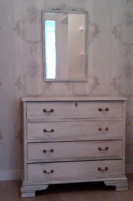 C moda en decapado blanco con patas cl sicas y 3 cajones - Muebles decapados en blanco ...