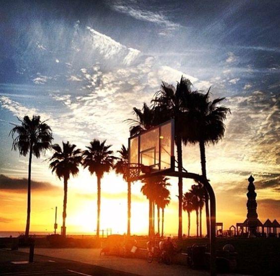夕日とバスケットゴール