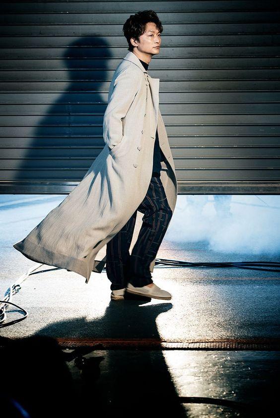 ロングコートの香取慎吾