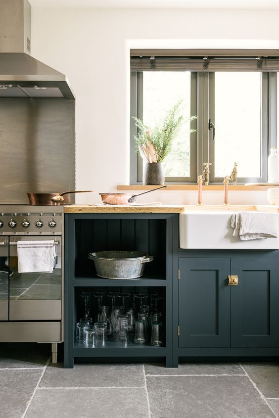 The Leicestershire Kitchen in the Woods by deVOL is the perfect example of how a few Shaker cupboards and some thoughtful styling is all it takes to make a lovely kitchen. Floors: Worn Grey limestone by Floorofstone.