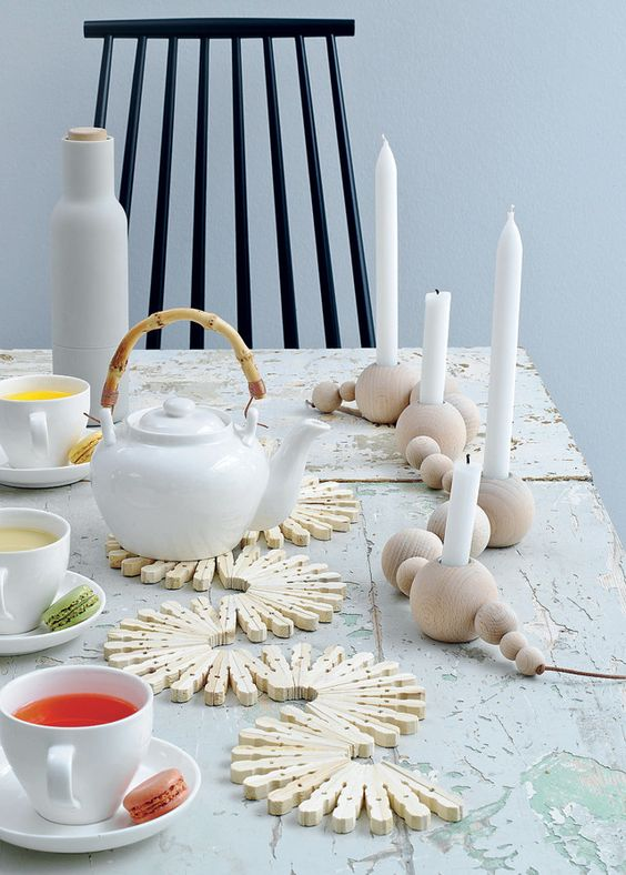 coasters made from clothespins - Houten onderzetters | 101 Woonideeën - tutorial written in Dutch: