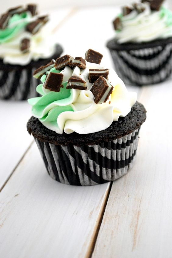 Chocolate Mint Cupcakes on http://www.cakeandallie.com