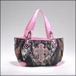 http://www.squidoo.com/mossy-oak-camo-purses  - Love this pink Mossy Oak camo cross purse! I love Mossy Oak and I love camo purses...so naturally, I LOVE Mossy Oak camo purses!    Take a scroll through this page and see some of my favorite camouflage purses and shoulder bags from Mossy Oak.  #ppgcamopurse
