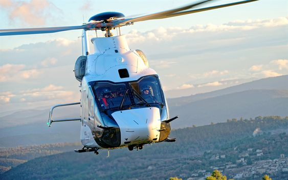 ヘリコプター正面