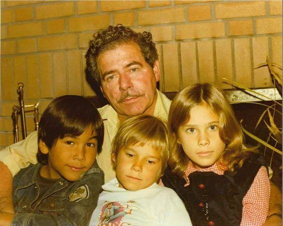 Eric Schweig Fotka Eric Schweig Eric Michael Greyeyes 54enne, il prossimo 19 giugno, nasce sotto il segno dei gemelli. eric schweig fotka eric schweig eric