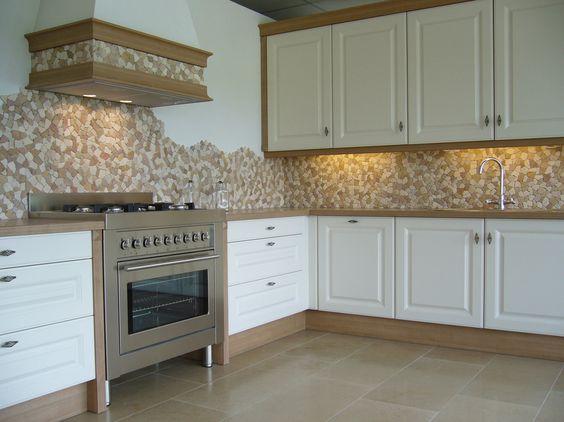 Rivestimento cucina mosaico pietra naturale palladiana su - Top cucina pietra naturale ...