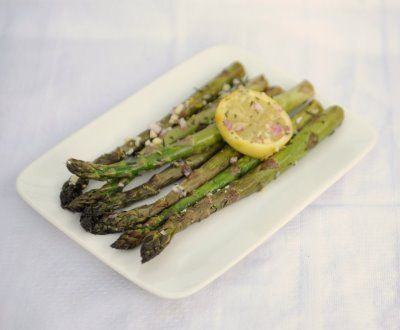 Marinated Grilled Asparagus:    2 bunches fresh asparagus  1/4 cup chopped red onion  2 tablespoons minced garlic  salt and pepper to taste  1/4 cup olive oil  juice of 1 lemon  1 lemon, sliced  1/2 teaspoon cayenne pepper  1 tablespoon chopped fresh rosemary